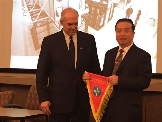 协会顾问王强东受邀参加美国巴菲特全球股东年会